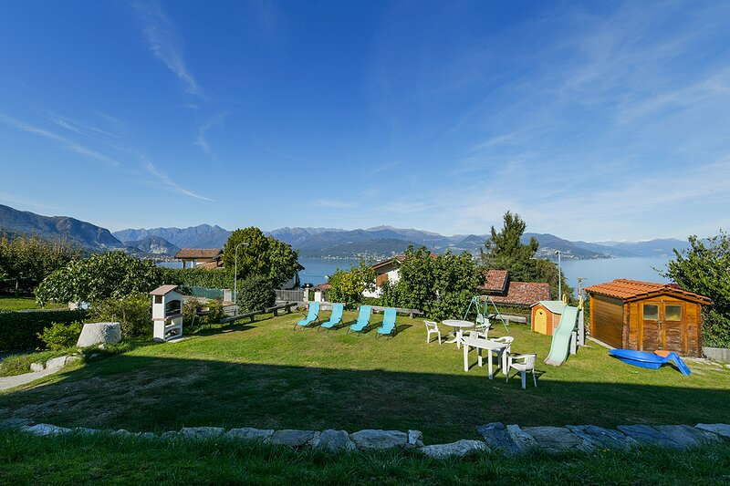 Asia apartment in Stresa with wonderful lake view, vacation rental in Vedasco