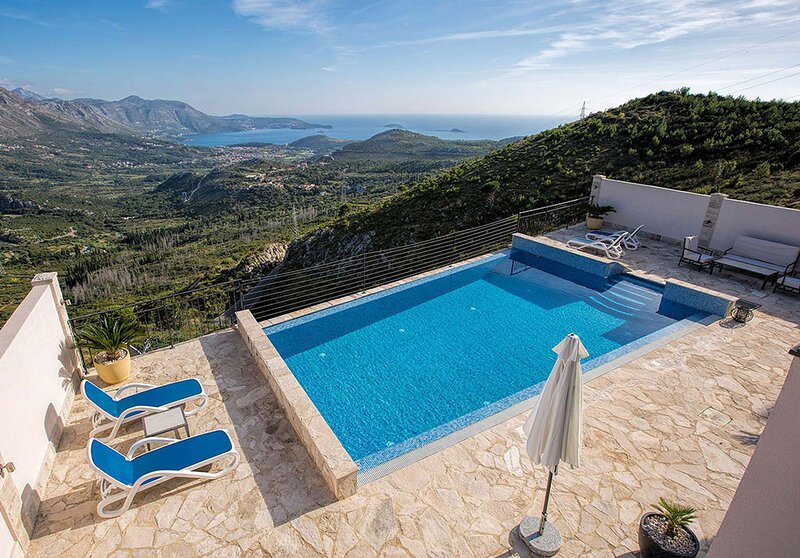 Luxury Apartment Goja with private infinity pool and Jacuzzi near Dubrovnik, location de vacances à Ivanica