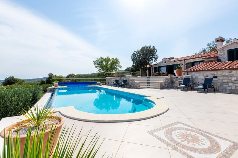 Villa Kristina with private pool on Brač Island, vacation rental in Nerezisca