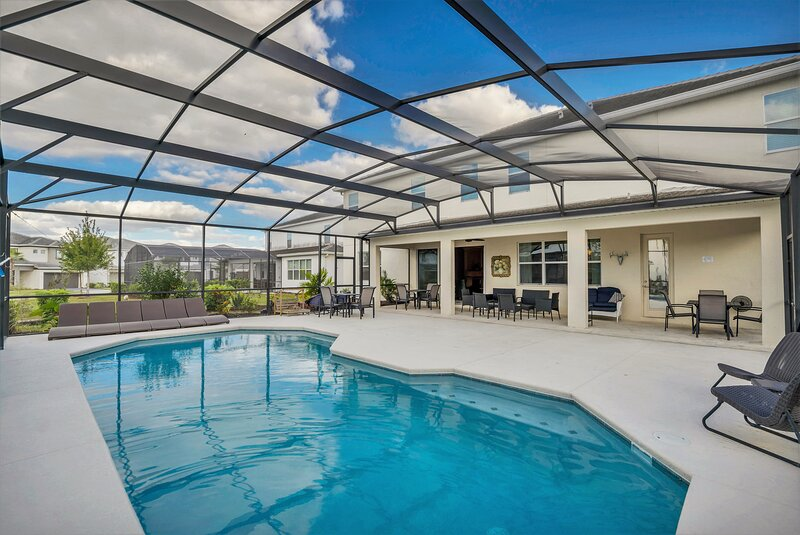 Family Resort - 14BR Mansion - Private Pool and BBQ!, holiday rental in Kissimmee