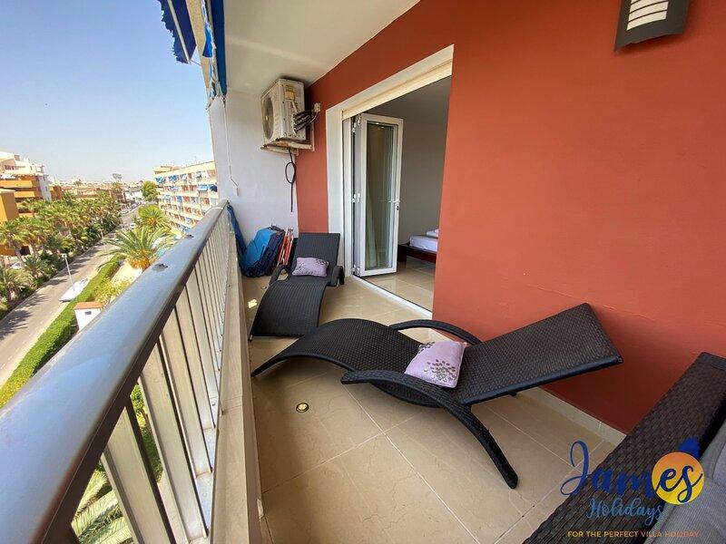 Luxury Punta Prima apartment, close to  beach PP23, location de vacances à Punta Prima