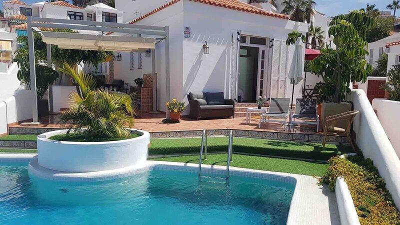 Villa Naomi. Stunning 2 Bedroom Villa. San Eugenio, Costa Adeje., location de vacances à Costa Adeje