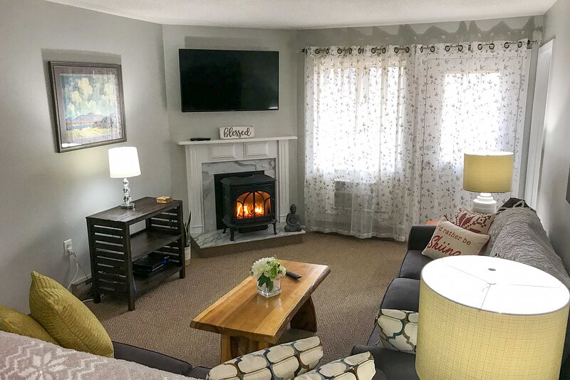 Cozy Condo w/Loon Mtn View, Pool, Hot Tub &Balcony, vacation rental in Lincoln