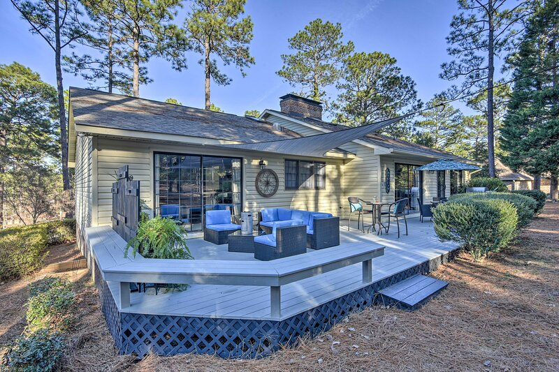 NEW! Pinehurst No. 6 Home w/ Library + Coffee Bar!, location de vacances à Southern Pines