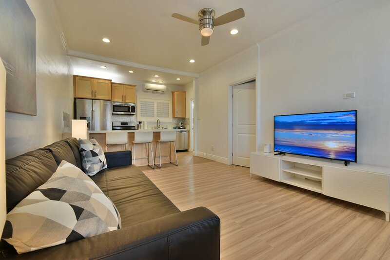 1000#2 Magnificent Beach Home w/ AC, Toto & 4K TVs, aluguéis de temporada em Newport Beach