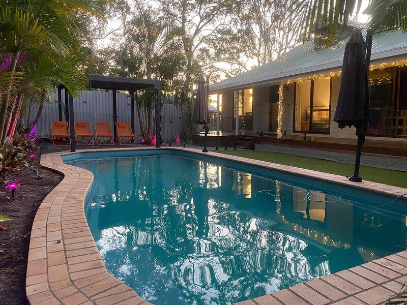 Coolum Beach Hidden Gem ★ Private Pool ★ WIFI ★ Netflix ★ Parking, holiday rental in Mount Coolum