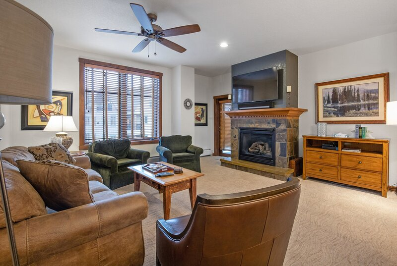 2 BDR Main St Station Ski In/Out Condo - All the Amenities, vacation rental in Breckenridge