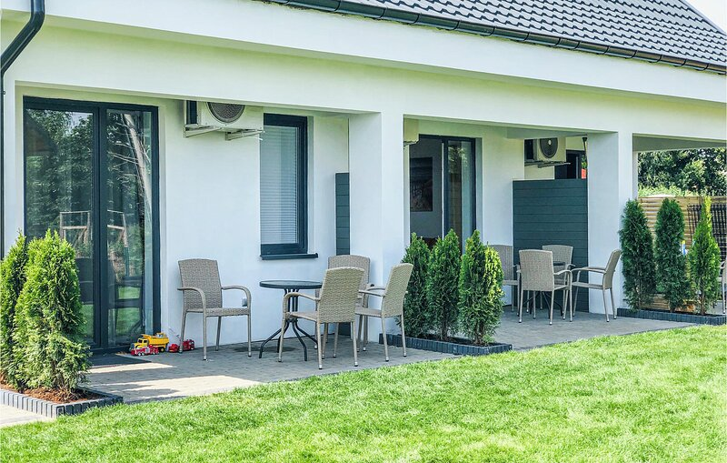 Stunning home in Jantar with WiFi and 2 Bedrooms (PPO736), Ferienwohnung in Sztutowo