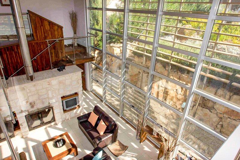 Pomos Villa Sleeps 8 with Pool and Air Con - 5218076, location de vacances à Nea Dimmata