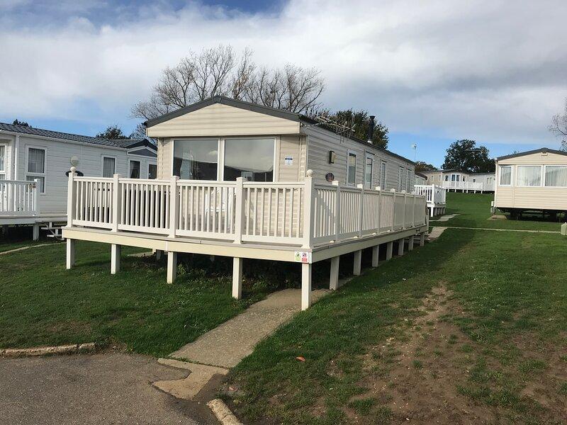 3 Bedroom Caravan BV7, Nodes Point, St Helens, Isle of Wight, Dog Friendly, holiday rental in St Helens