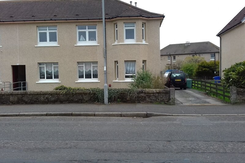 Marina View, lovely upper 3 bedroom apartment, holiday rental in Ardrossan