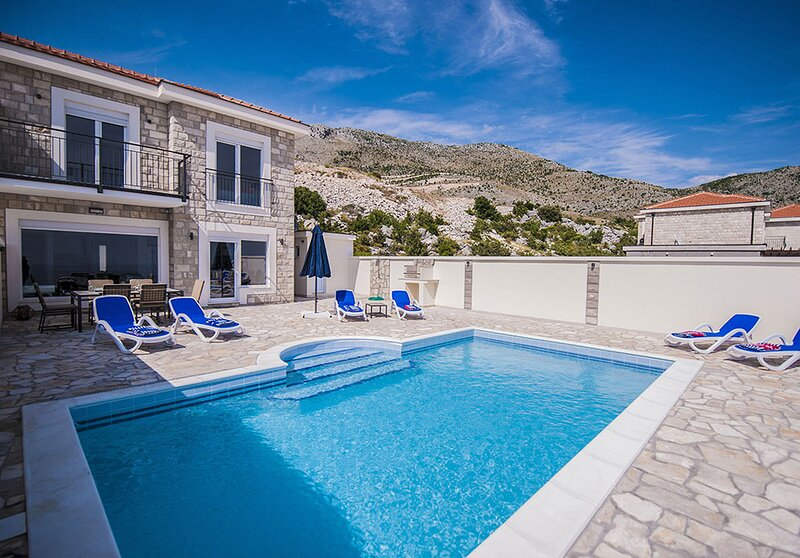 Luxury Villa Layla with private pool near Dubrovnik, holiday rental in Gornji Brgat