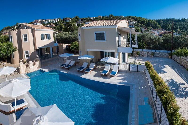 Luxury maisonette close to Lefkas Town and Blue Flag  Ag.Ioannis beach, holiday rental in Frini