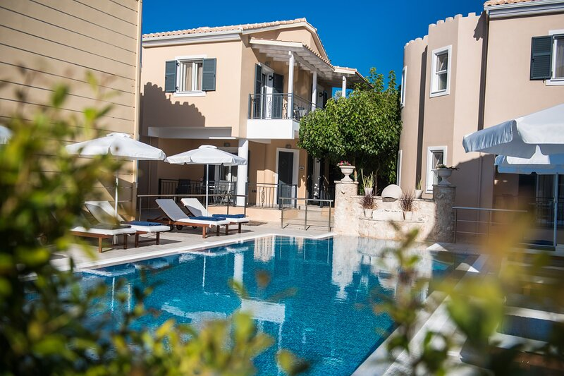 Luxury Maisonette Villa with private pool,just 700m from Ai Giannis  beach!, holiday rental in Frini