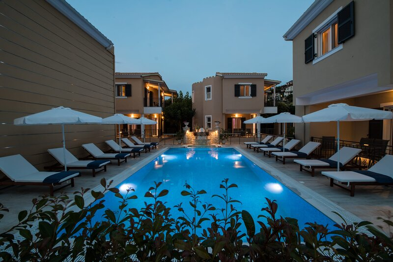 Luxurious maisonette 'Est' close to Lefkas town and Ag.Ioannis beach, holiday rental in Frini
