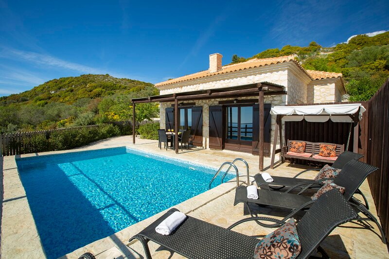 Cosy Villa Ersi deal for couples and families,with private pool & sea view, holiday rental in Dragano