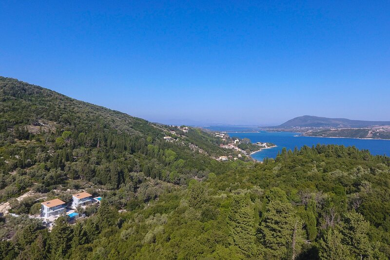 Secluded Luxury Sea View Villas 400m from the beach & close to Lefkada town, holiday rental in Episkopos