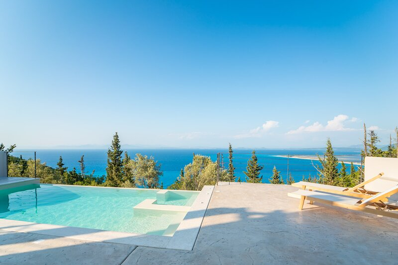 Brand New Ionion Theasis Villa, endless sea view, private pool & Jacuzzi, holiday rental in Tsoukalades