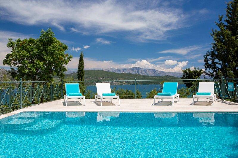 Luxurious and spacious villa Buena Vista, big swimming pool & garden, holiday rental in Episkopos