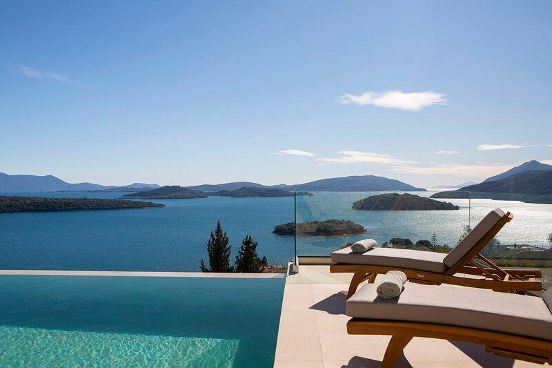 Elegant stone-built Villa,walking distance to Pasa Beach & Nydri center, holiday rental in Perigiali