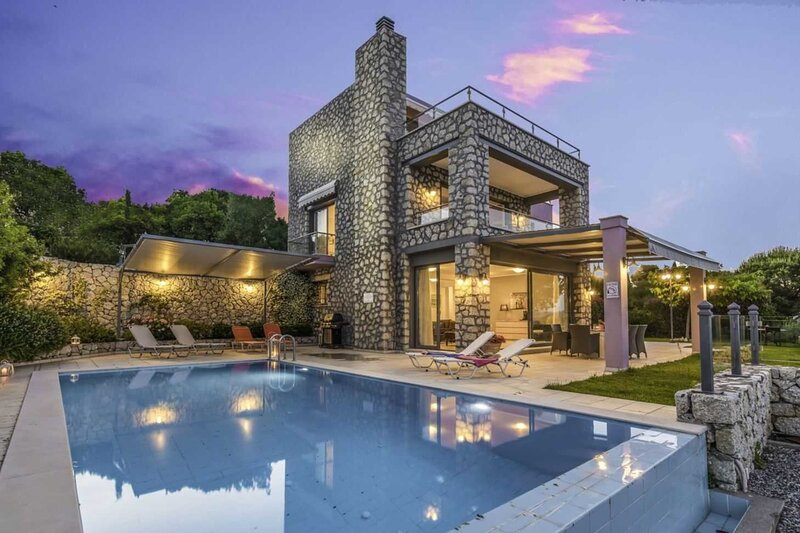 Family Large Villa ideal for luxurious & comfortable vacation close to sea!, holiday rental in Episkopos
