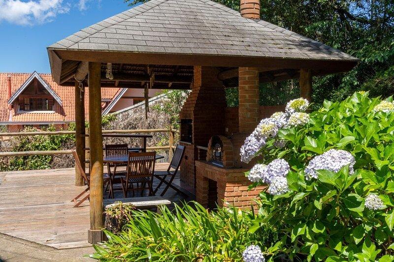 Casa em Campos do Jordão - tranquilidade e conforto a apenas 5 minutos do centro, aluguéis de temporada em Ribeirão Grande