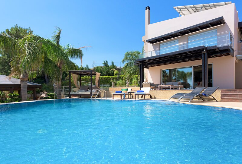 Kalythies Villa Sleeps 8 with Pool and Air Con - 5635678, holiday rental in Ladiko
