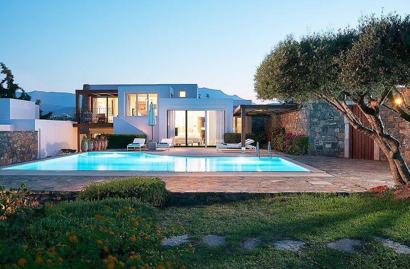 Pissidos Villa Sleeps 5 with Pool and Air Con - 5647130, vacation rental in Katsikia