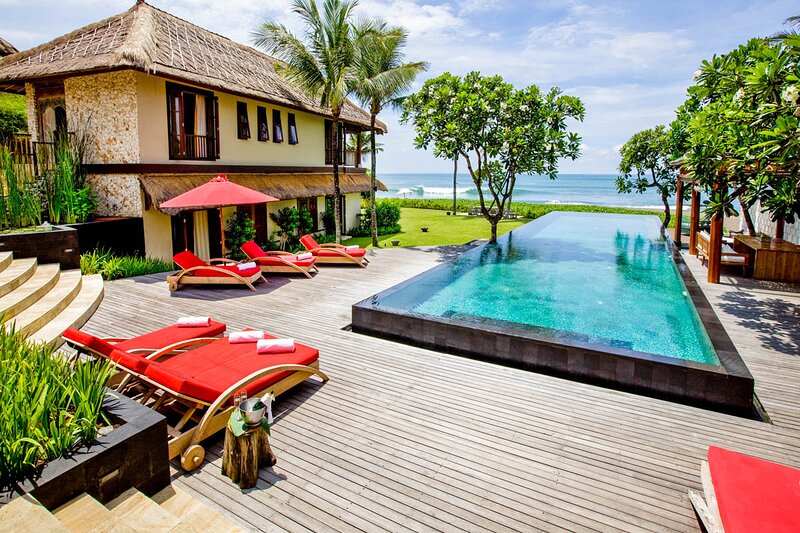 Seseh Villa Sleeps 12 with Pool and Air Con - 5668781, alquiler vacacional en Seseh