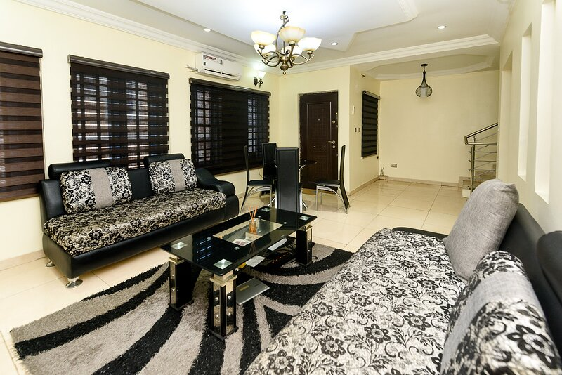 New Beautiful Four Bedroom Duplex in Omole Estate, holiday rental in Lagos State