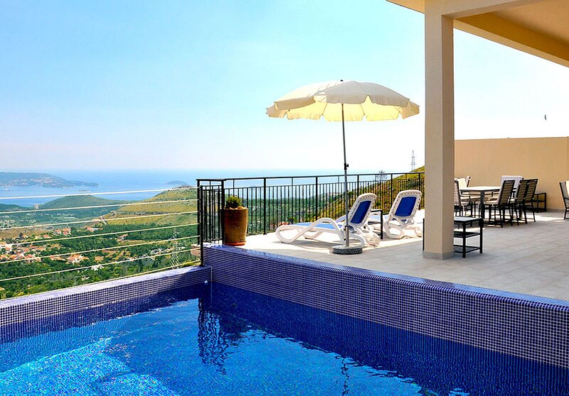 Luxury Villa Rock with private pool and Jacuzzi near Dubrovnik, holiday rental in Gornji Brgat