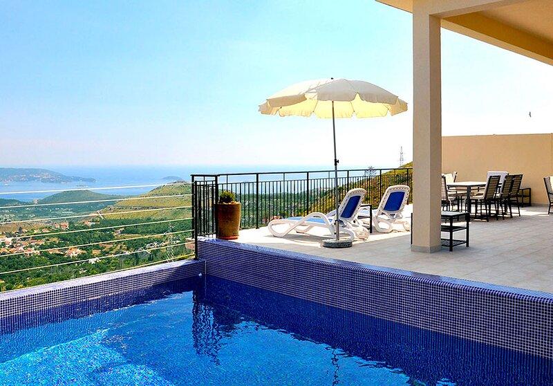 Luxury Villa Rock with private pool and Jacuzzi near Dubrovnik, location de vacances à Ivanica