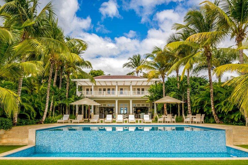 Cajuiles Villa Sleeps 16 with Pool and Air Con - 5793218, holiday rental in El Limon