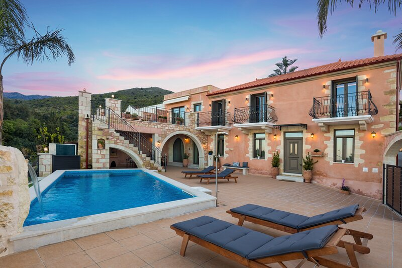 Tzitzifes Villa Sleeps 8 with Pool and Air Con - 5794438, vacation rental in Pemonia