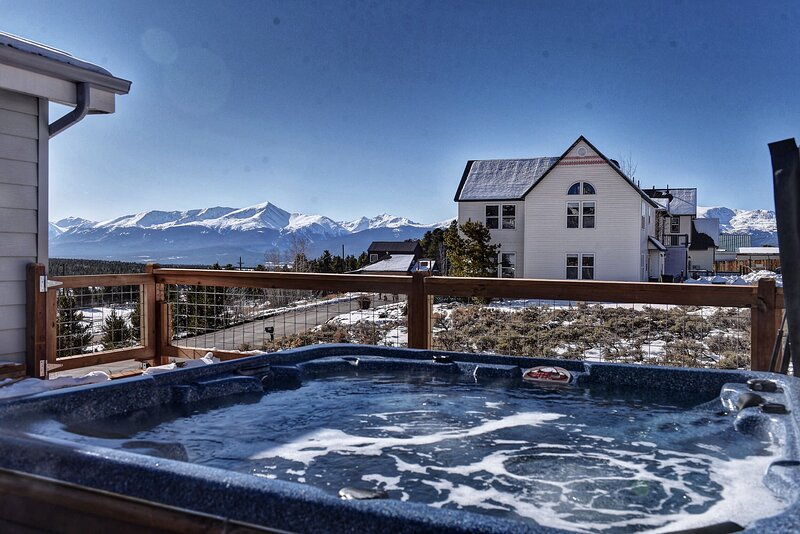 The Hilltop Haven w Hot Tub, Fireplace & The Best Views in Leadville! + Dogs OK!, vacation rental in Leadville