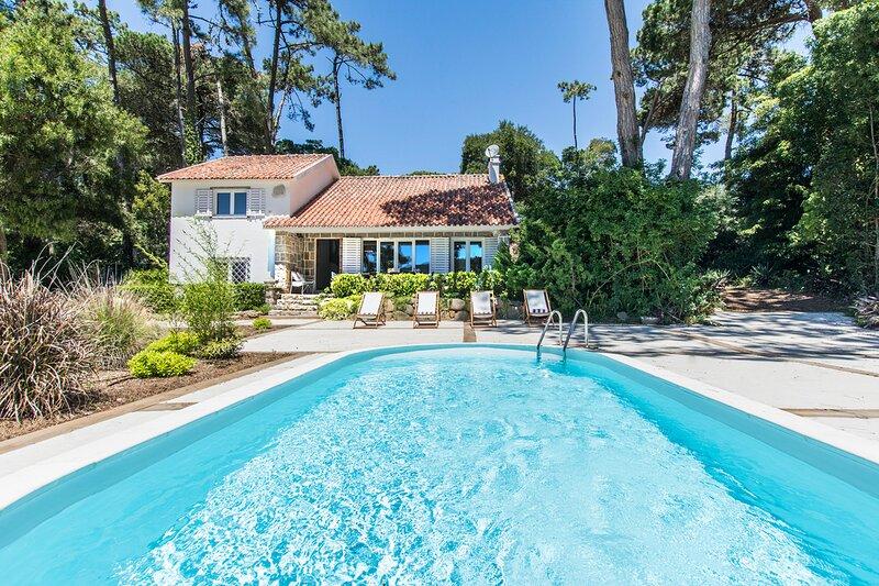 Banzao Villa Sleeps 10 with Pool - 5806068, alquiler vacacional en Praia das Macas