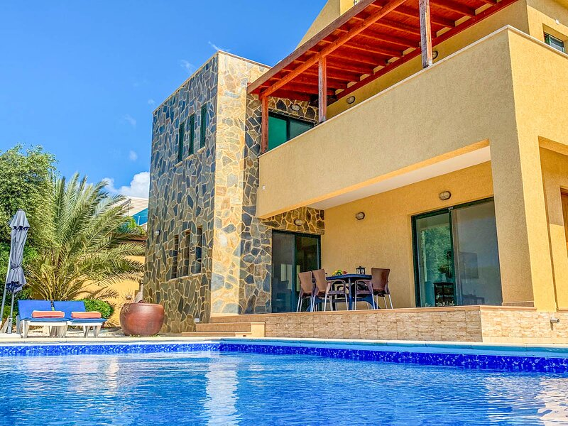 Pissouri Villa Sleeps 6 with Pool and Air Con - 5810134, holiday rental in Avdimou