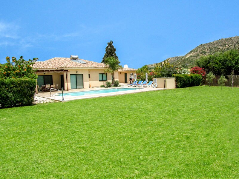 Pissouri Villa Sleeps 6 with Pool and Air Con - 5810176, holiday rental in Anoyira
