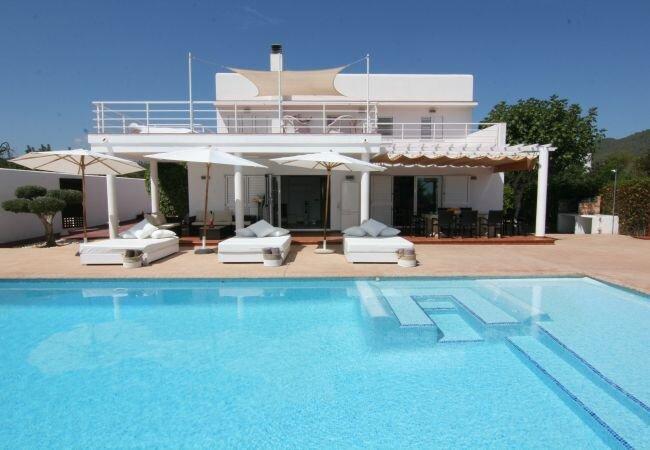Colonia de Sant Jordi Villa Sleeps 12 with Pool Air Con and WiFi - 5813345, holiday rental in Playa d'en Bossa