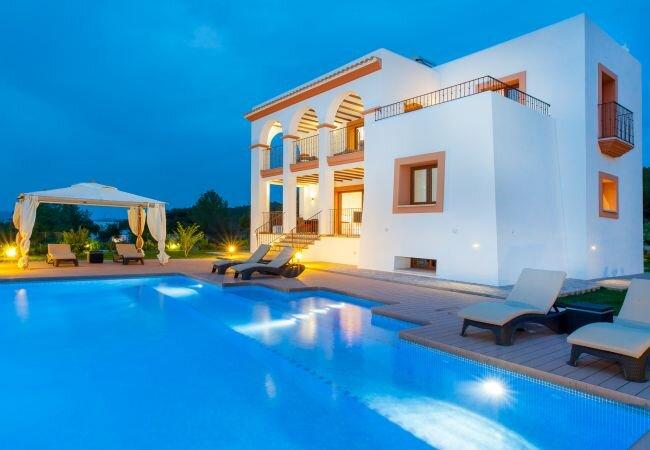 Ses Paisses Villa Sleeps 8 with Pool Air Con and WiFi - 5813346, alquiler vacacional en Sant Agustí des Vedrà