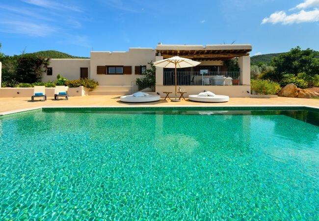 San Lorenzo de Balafia Villa Sleeps 8 with Pool Air Con and WiFi - 5813350, holiday rental in Port de Sant Miguel