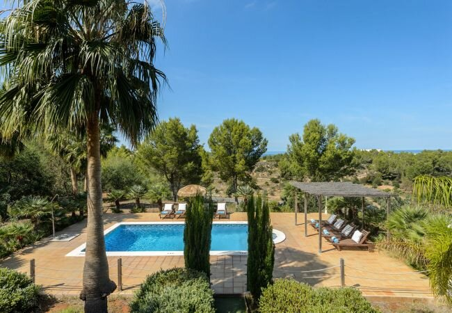 Portinatx Villa Sleeps 8 with Pool Air Con and WiFi - 5813354, holiday rental in Sant Joan de Labritja
