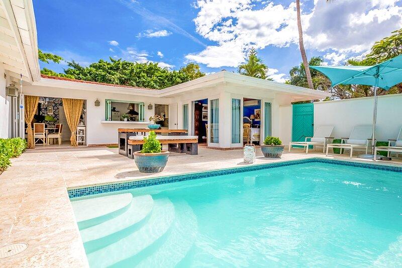 Las Minas Villa Sleeps 8 with Pool and Air Con - 5814172, location de vacances à Altos Dechavon