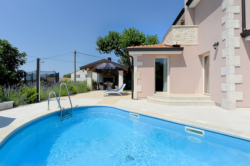 Vrznaveri Villa Sleeps 8 with Pool and Air Con - 5827833, holiday rental in Zikovici