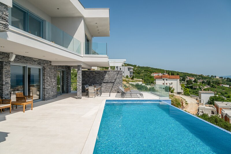 Pula Villa Sleeps 8 with Pool and Air Con - 5827855, holiday rental in Krilo