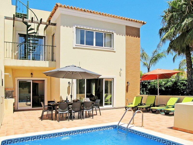 Santa Barbara de Nexe Villa Sleeps 8 with Pool and Air Con - 5827974, casa vacanza a Santa Barbara de Nexe