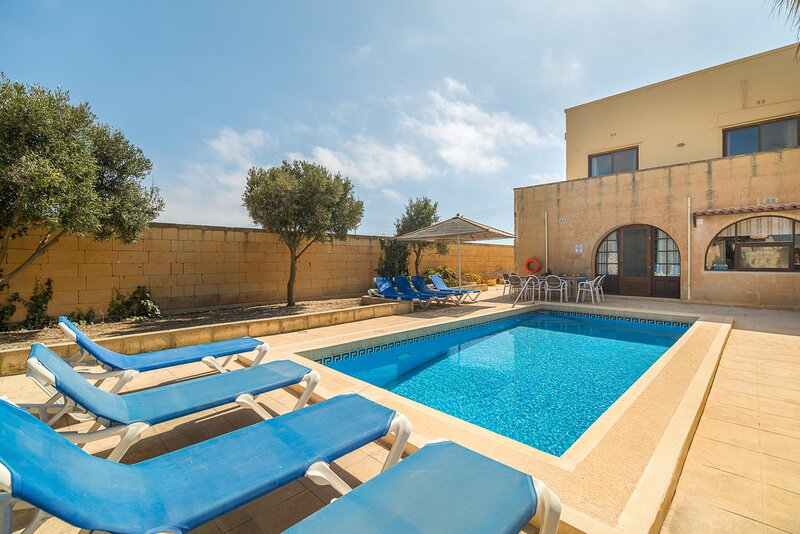Pawluzzu Villa Sleeps 9 with Pool and Air Con - 5829170, vacation rental in San Lawrenz