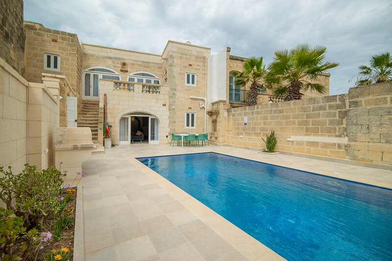 Pawluzzu Villa Sleeps 6 with Pool and Air Con - 5829171, vacation rental in San Lawrenz
