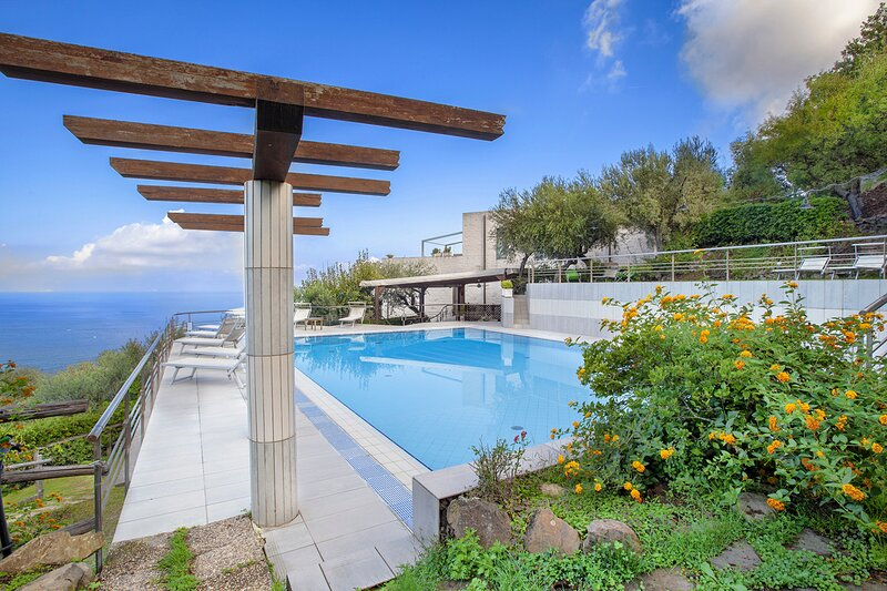 Sant'Anna Villa Sleeps 24 with Pool and Air Con - 5828303, holiday rental in Marciano