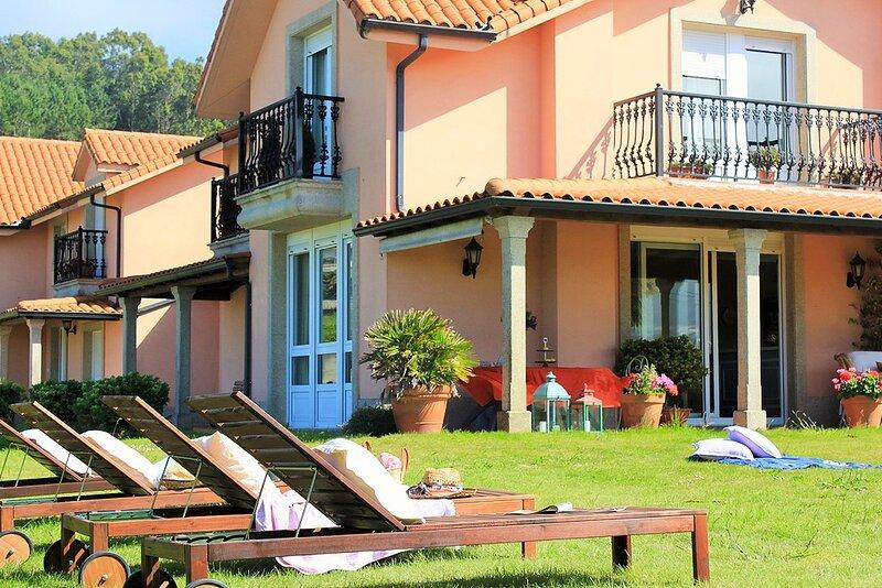 A Coruna Villa Sleeps 10 with Pool - 5829179, holiday rental in Cabreira